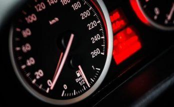 Compteur de vitesse voiture