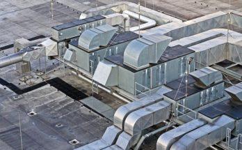 Tuyaux ventilation sur toit usine