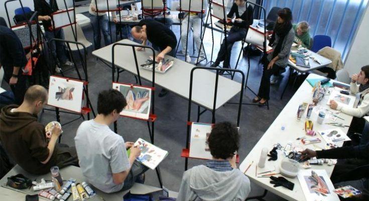 etudiants en ecole d'art
